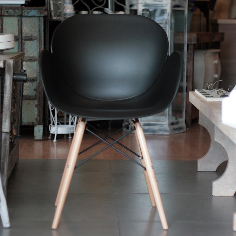 N 4 sedie daisy nere outlet arredamento vesto arredo la for Sedie nere moderne